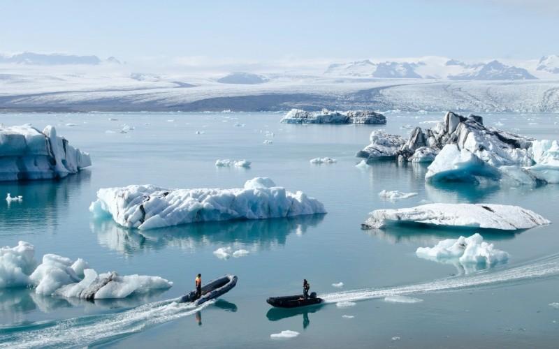 JOUR 3 : Kirkjubæjarklaustur – Skaftafell – Jökulsárlón – Höfn Champs de lave – Parc National le plus vaste d'Europe – Lagune glaciaire et ses icebergs – Glacier le plus grand d'Europe.