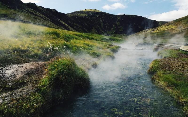 JOUR 1 : HVERAGERDI –  Zone géothermique – Sources chaudes – Serres