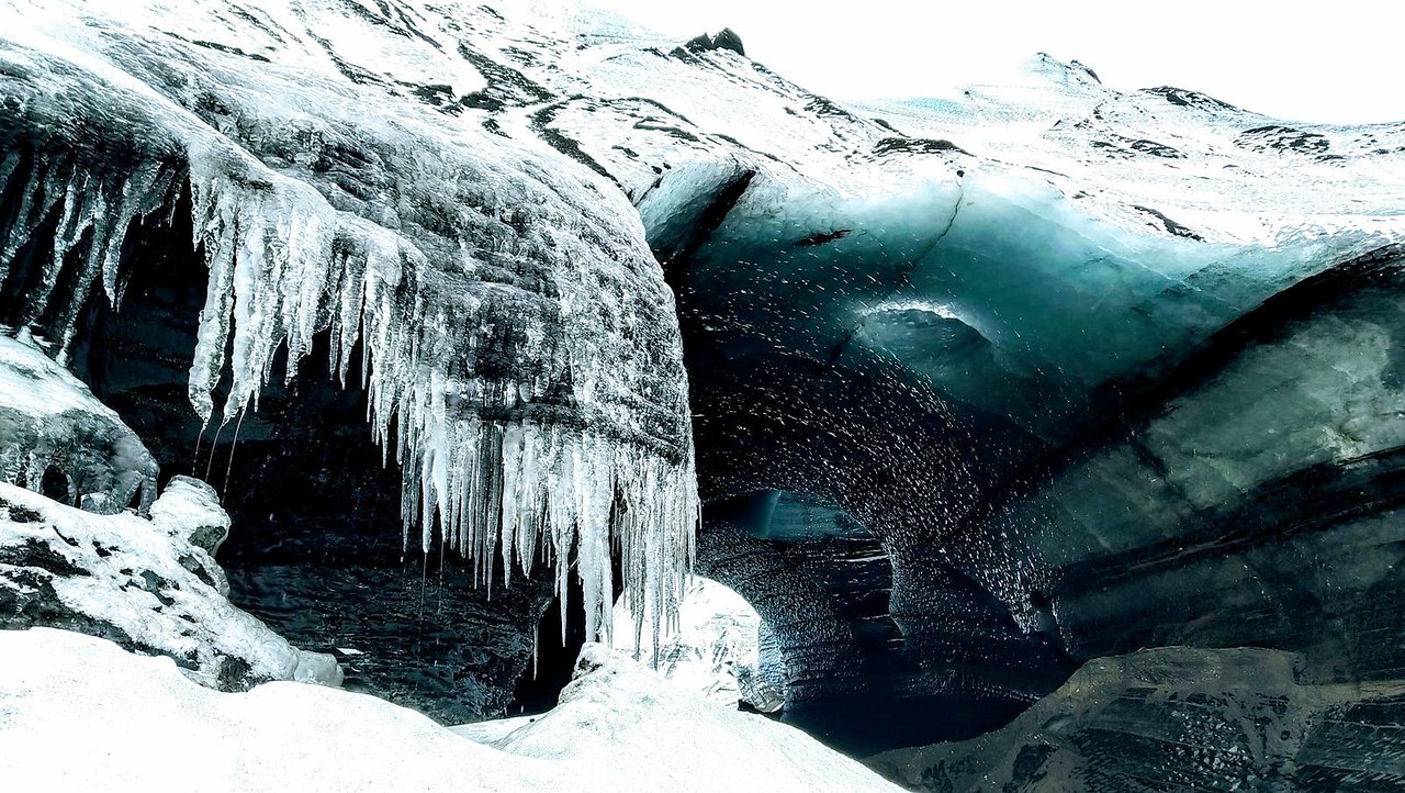 Visite de la grotte de glace en verre du dragon par le volcan Katla en super jeep au départ de Vik