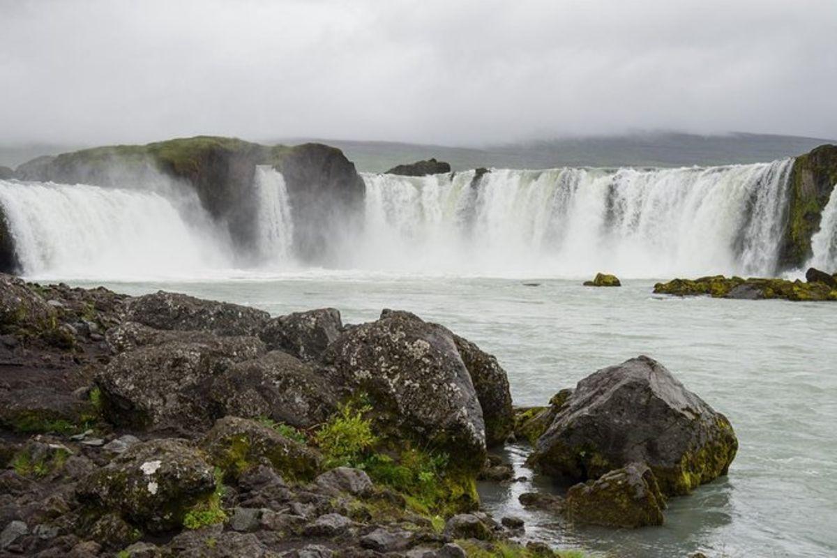 Excursion au lac Mývatn et au rivage de Goðafoss